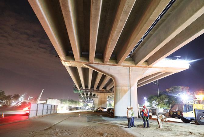 Dự kiến cầu cạn trên cao sẽ lao dầm hoàn thành tháng 4/2020 và hoàn thành xây lắp tháng 9. Ảnh: Ngọc Thành.