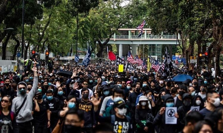 Biểu tình ở Hong Kong phản đối con buôn từ đại lục