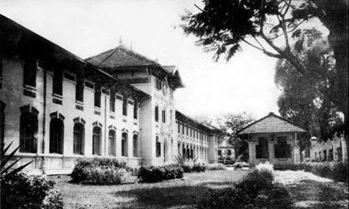 Trường Áo tím xưa. Ảnh tư liệu