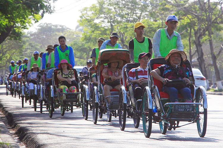 Người đạp xích lô ở Huế sẽ có bộ quy tắc ứng xử. Ảnh: Võ Thạnh