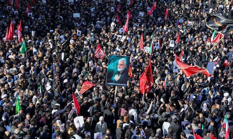 Đám đông dự lễ tang tướng Qassem Soleimani tại Kerman, Iran hôm nay. Ảnh: AFP.