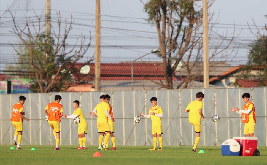 Các thủ môn Việt Nam phải mặc áo trái