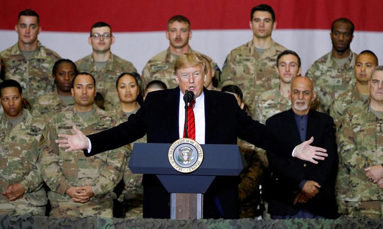 Tổng thống Mỹ Donald Trump phát biểu khi thăm binh sĩ đóng quân tại Kabul, Afghanistan tháng 11/2019. Ảnh: Reuters.