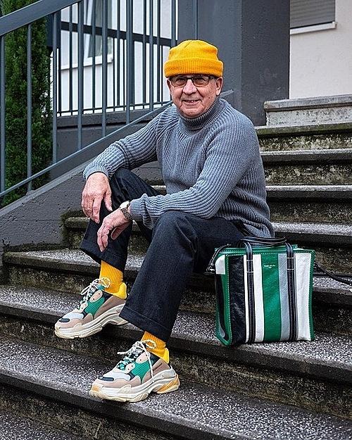 Cụ ông ăn mặc sành điệu với bộ sưu tập giày hiếm - 2