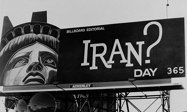 Bảng thông báo số ngày 52 con tin người Mỹ bị giam ở Iran ở thành phố Boston, Mỹ năm 1980. Ảnh: AP.