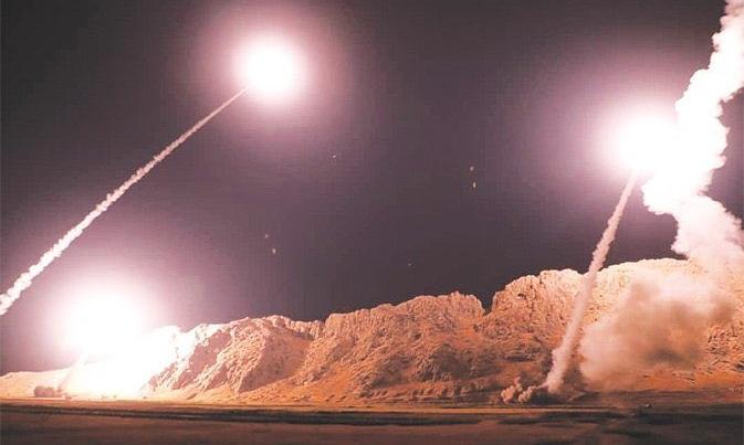Hình ảnh tên lửa rời bệ phóng do hãng thông tấn FarsNewscủa Iran công bố sáng 8/1. Ảnh: Fars News.