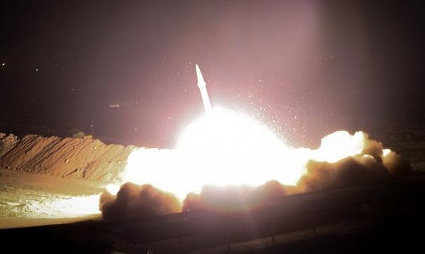 Hình ảnh tên lửa rời bệ phóng do được Iran công bố sáng 8/1. Ảnh: Fars News.