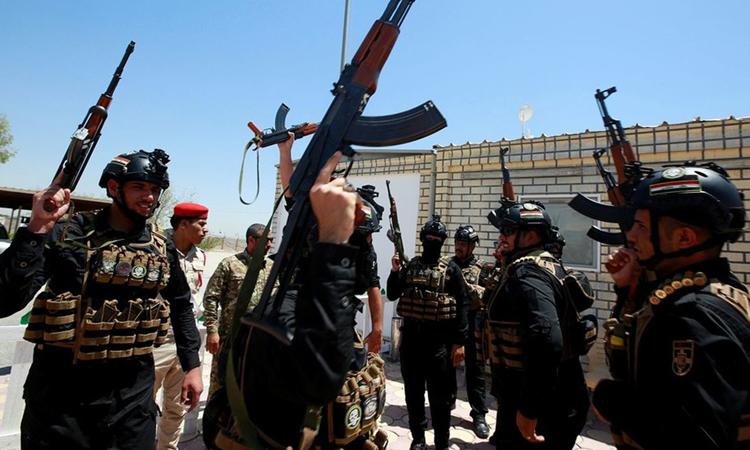 Các thành viên Lực lượng Tổng động viên Iraq (PMU) tại căn cứ chính ở thành phốNajaf, Iraq. Ảnh: Reuters.