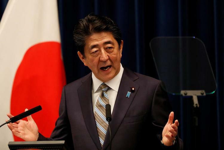 Thủ tướng Nhật Bản Shinzo Abe phát biểu trong họp báo tại Tokyo, tháng 12/2019. Ảnh: Reuters.