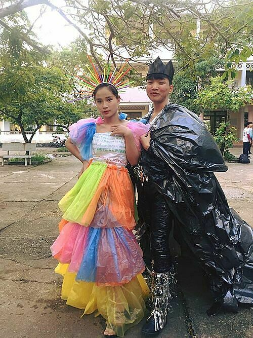 Học sinh sáng tạo với màn trình diễn thời trang tái chế - 7