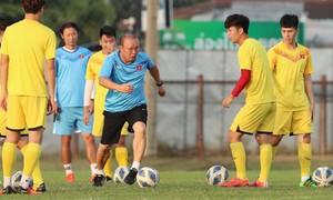 U23 Việt Nam hạn chế lối chơi nhanh của UAE