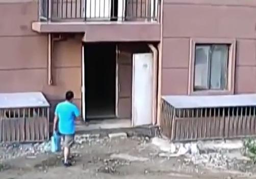 Người đàn ông khả nghi. Ảnh: CCTV.