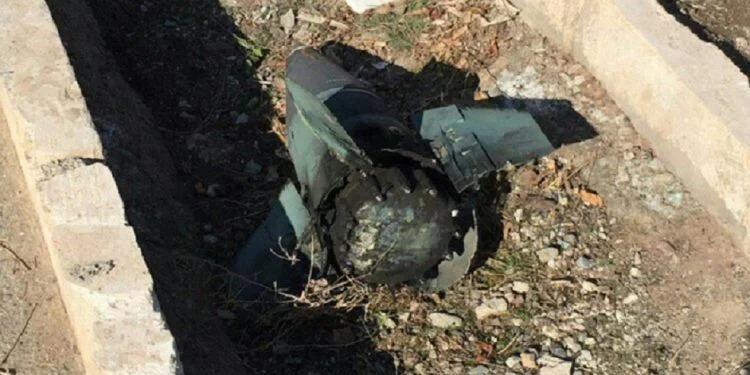 Hình ảnh được cho là mảnh vỡ tên lửa tại hiện trường rơi máy bay ở Iran. Ảnh: Twitter.