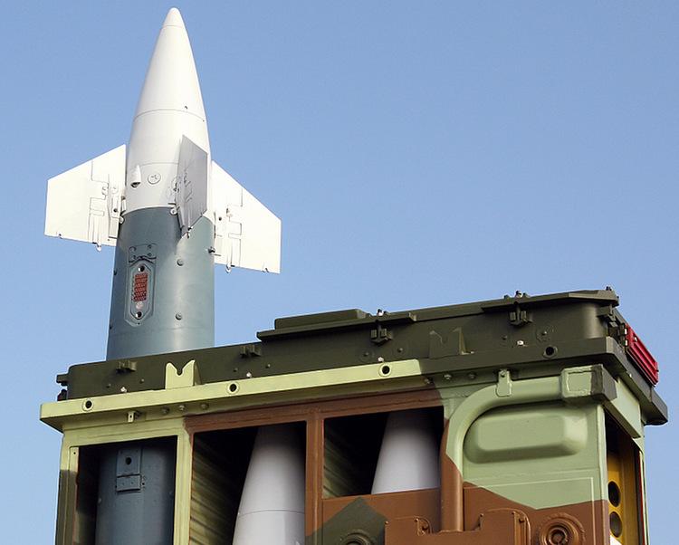 Tên lửa hệ thống Tor đặt trong ống phóng trưng bày tại Nga năm 2005. Ảnh: Wikimedia Commons.