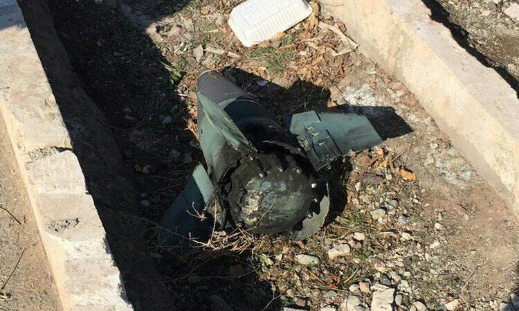 Phần đầu tên lửa nghi rơi gần tại hiện trường tai nạn máy bay Ukraine. Ảnh: Twitter/AshkanMonfared.