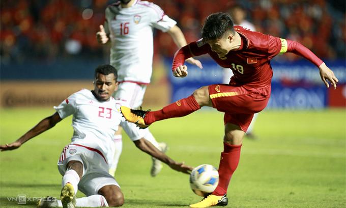 UAE gây ra nhiều khó khăn cho đội hình non kinh nghiệm của Việt Nam. Ảnh: Lâm Thỏa.