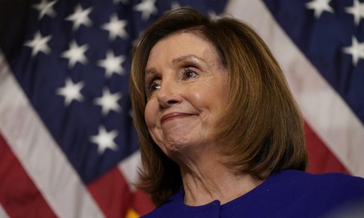 Chủ tịch Hạ viện Mỹ Nancy Pelosi trong cuộc họp ở tòa nhà quốc hội hôm 9/1. Ảnh: AFP.