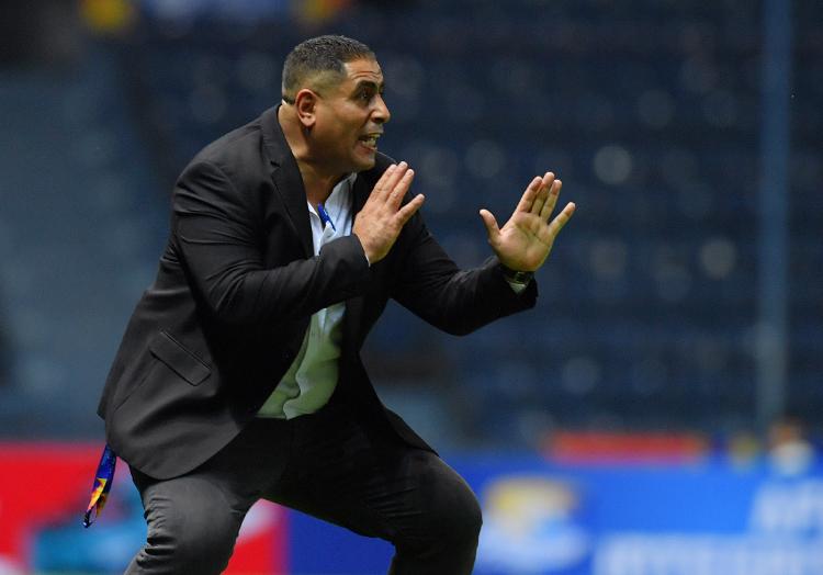 HLV Ahmed Ismail chỉ đạo khi Jordan đánh bại Triều Tiên 2-1 tại Buriram tối 10/1.