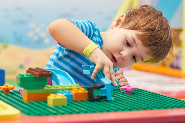 Chơi Lego giúp trẻ phát triển tư duy kỹ sư, lập trình viên. Ảnh: Shutterstock.