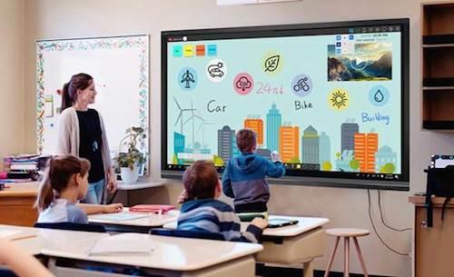 Học sinh được trải nghiệm nhiều thiết bị công nghệ tại trường học trong thập kỷ qua.