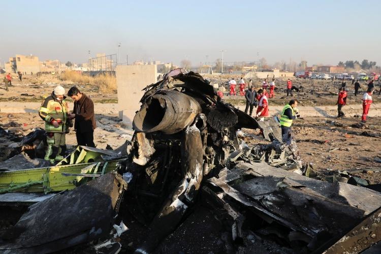 Các mảnh vỡ của máy bay Ukraine bị bắn rơi hôm 8/1 tại Tehran, Iran. Ảnh: AP.