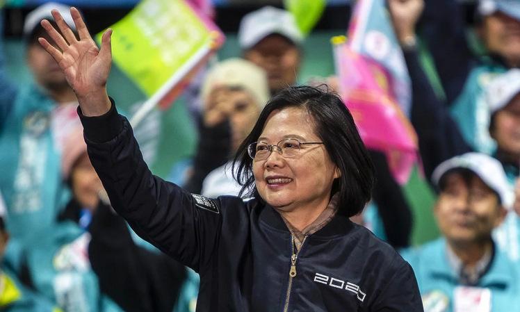Lãnh đạo Thái Anh Văn trong một cuộc vận động tranh cử hồi đầu tháng 1. Ảnh: Reuters.