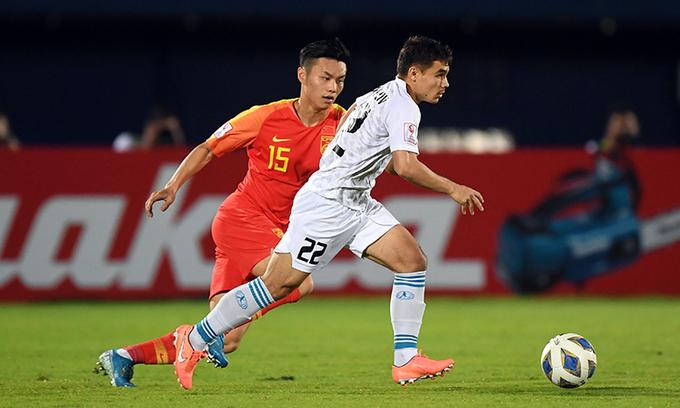 Uzbekistan (áo trắng) tạo được vô số cơ hội ghi bàn trong 90 phút. Ảnh: AFC.