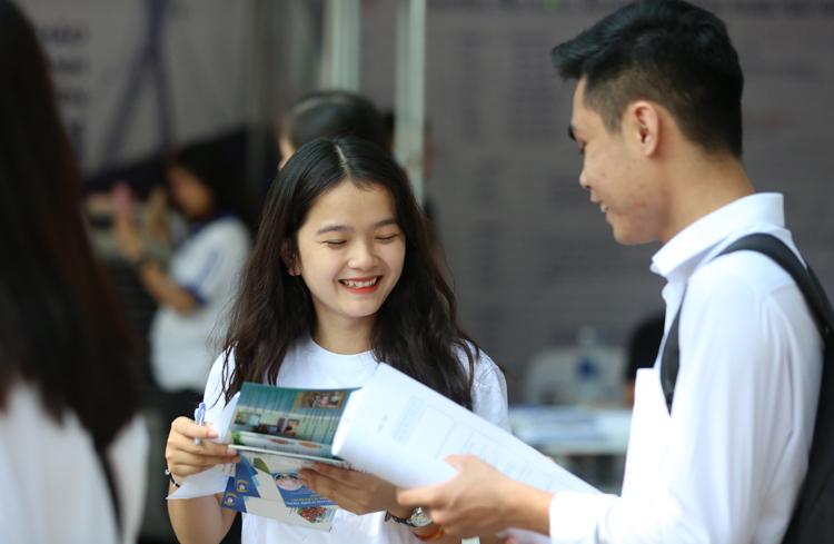 Thí sinh tham dự Ngày hội tư vấn tuyển sinh 2019. Ảnh: M.D
