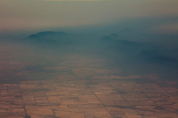 Khói mù bao phủ dãy núi Cooma ở New South Wales ngày 7/1. Ảnh: AFP.