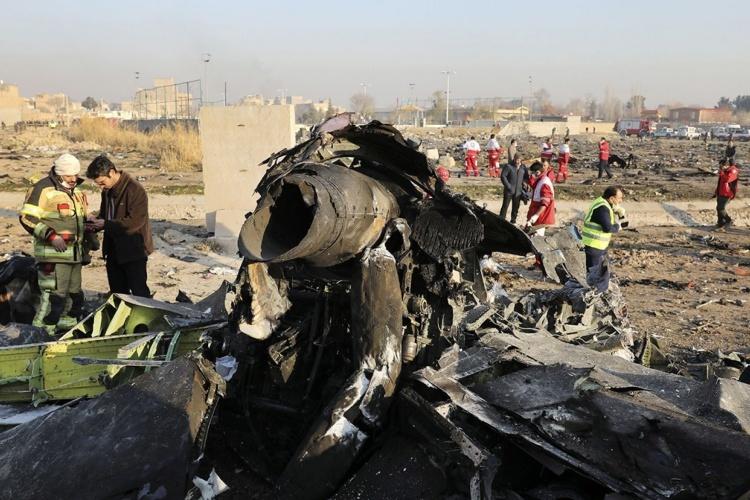 Máy bay Ukraine bị rơi ở Tehran hôm 8/1. Ảnh: AP.