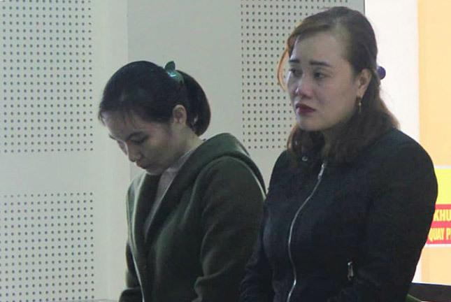 Bị cáo Thanh và Khấy nghe tòa tuyên án. Ảnh: Quỳnh Lưu.