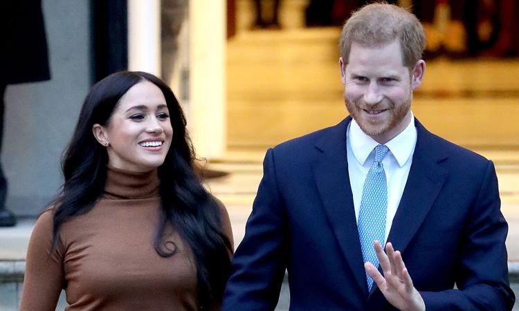 Harry - Meghan tới thăm cơ quan ngoại giao Canada ở London, Anh hôm 7/1. Ảnh: CNN.