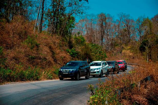 Dàn xe Nissan Terra trong chuyến hành trình trải nghiệm tại Việt Nam. Ảnh: NVL.