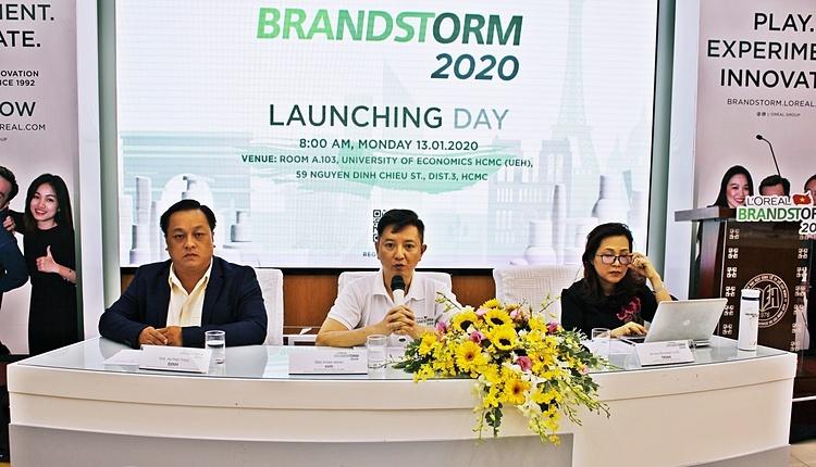 Giám đốc (giữa) và Cố vấn (bìa phải) chương trình BrandStorm Việt Nam 2020.