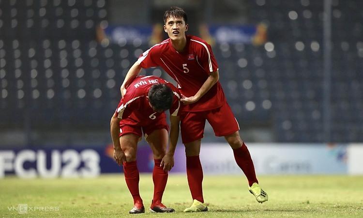 Nỗi buồn của cầu thủ Triều Tiên. Ảnh: Đức Đồng.