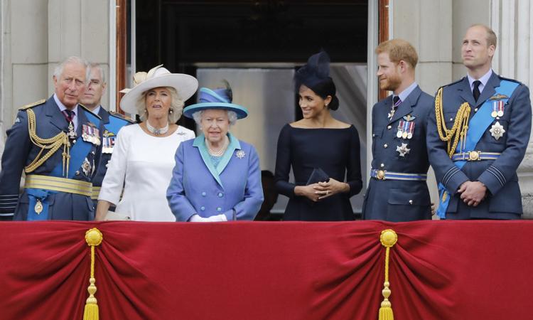 Công nương Meghan (thứ ba từ phải) cùng các thành viên Hoàng gia Anh tại Điện Buckingham hồi tháng 7/2018. Ảnh: AFP.