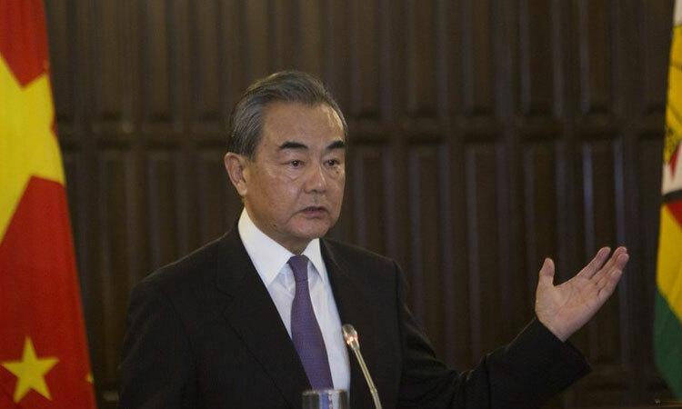 Ngoại trưởng Trung Quốc Vương Nghị phát biểu tại cuộc họp báo ở Harare, Zimbabwe hôm 12/1. Ảnh: