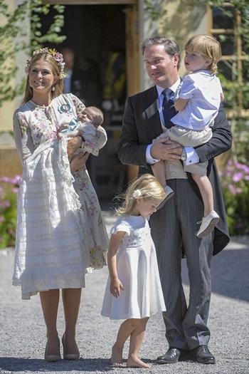 Công chúa Madeleine cùng chồng Christopher ONeill và các con tại Thụy Điển tháng 8/2018. Ảnh: Reuters.