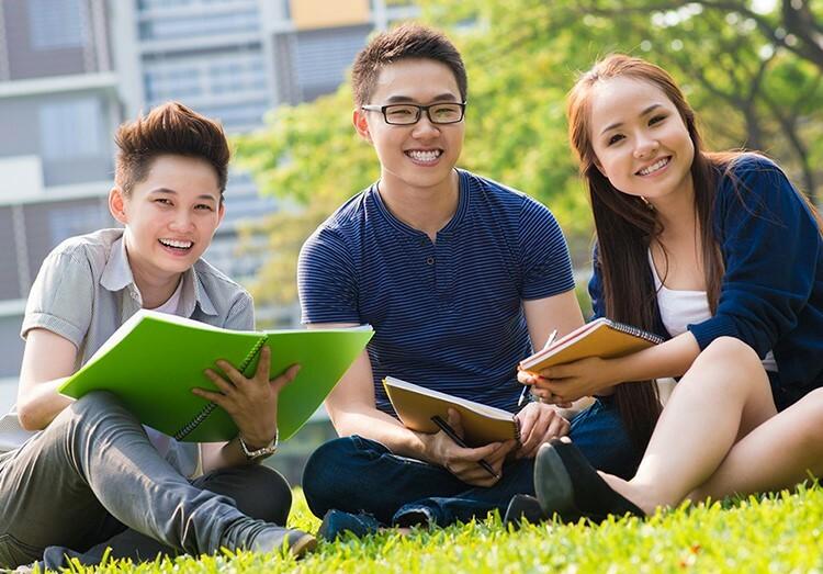Nhiều cơ hội học tập, trao đổi với sinh viên quốc tế khi có ngoại ngữ tốt.