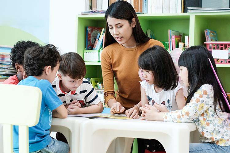 Trẻ nhỏ có thể học ngoại ngữ từ trước sáu tuổi để tiếp thu hiệu quả hơn.