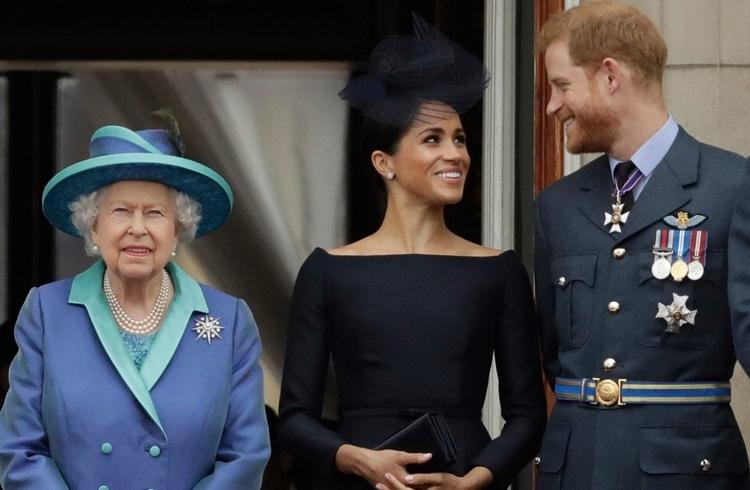 Nữ hoàng Anh và vợ chồng Harry - Meghan tại một sự kiện ở Điện Buckingham tháng 7/2018. Ảnh: AFP.