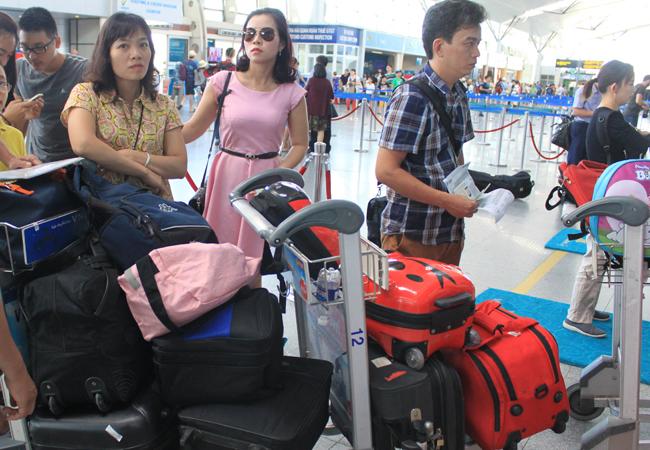 Hành khách tự gửi hành lý sẽ rút ngắn thời gian làm thủ tục bay. Ảnh: Anh Duy.