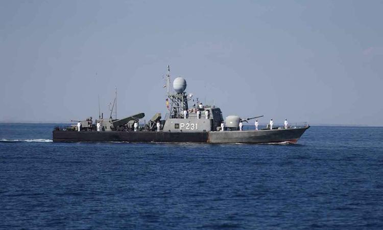 Một tàu chiến trong cuộc tập trận chung giữa Iran, Nga và Trung Quốc tại vịnh Oman hôm 29/12. Ảnh: Reuters.