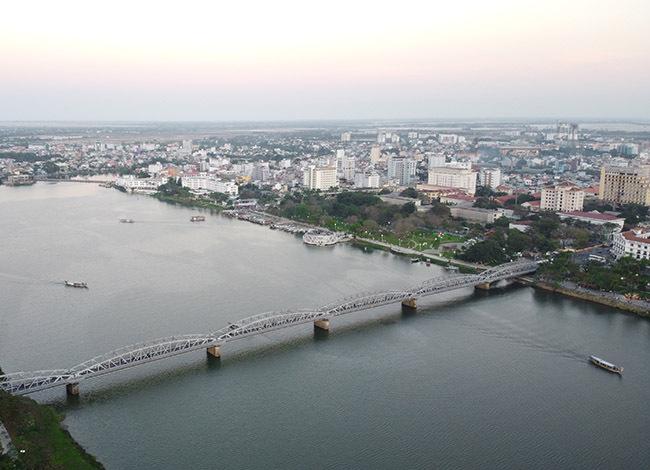 Huế định hướng mở rộng theo trục sông Hương. Ảnh: Võ Thạnh