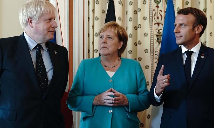 Từ trái qua phải: Thủ tướng Anh Boris Johnson, Thủ tướng Đức Angela Merkel và Tổng thống Pháp Emmanuel Macron dự hội nghị thượng đỉnh G7 ở Pháp hồi tháng 8 năm ngoái. Ảnh: Reuters.