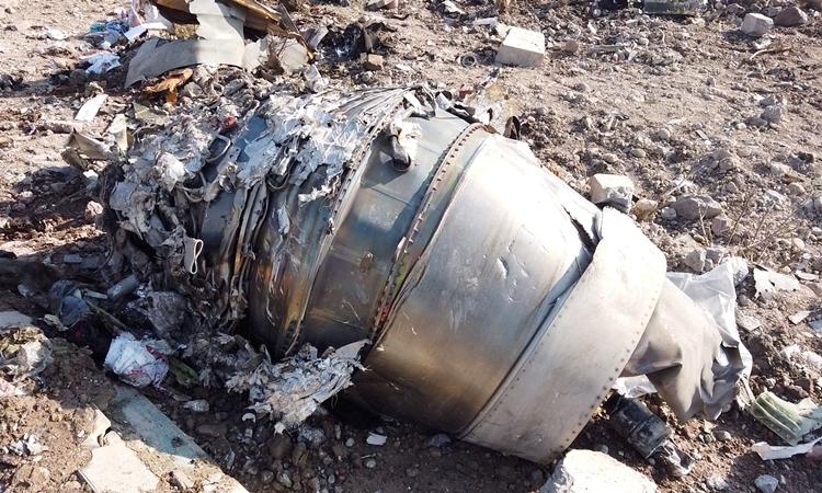 Mãnh vỡ máy bay Ukraine rơi ở Iran ngày 8/1. Ảnh: Reuters.