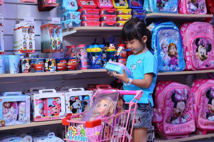 tiNiStore cung cấp đồ dùng, đồ chơi đa dạng cho trẻ em.