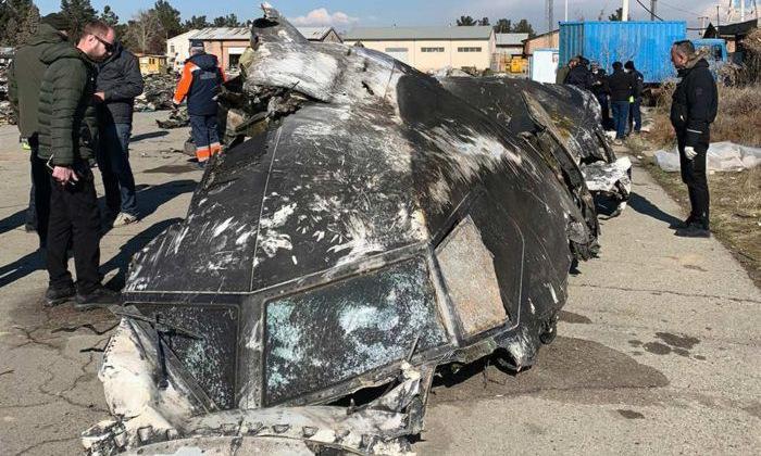 Mảnh vỡ buồng lái của máy bay Ukraine bị Iran bắn rơi. Ảnh: AFP.
