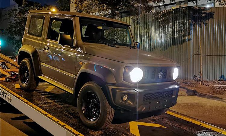Suzuki Jimny khui công tại TP HCM tối 14/1.