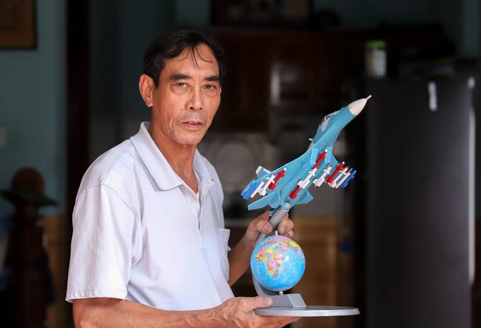 Xưởng chế tạo mô hình máy bay chiến đấu của cựu binh